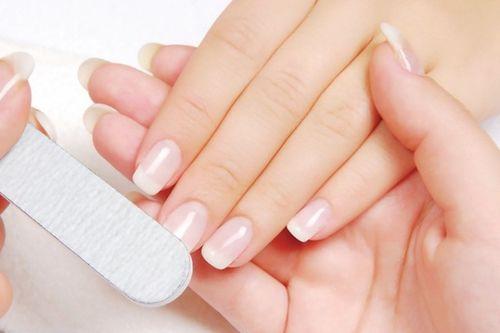 После снятия лака ногти болят