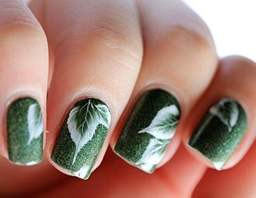 Идеи маникюра ногтей зеленым гель-лаком