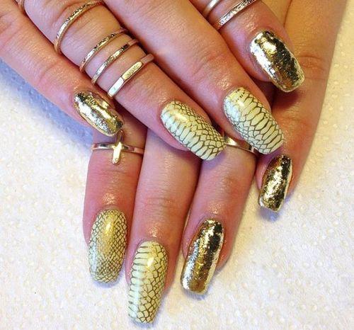 Черный с золотым дизайн ногтей