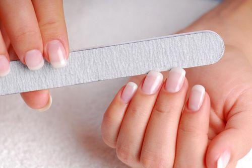 Обработка ногтей пилочкой