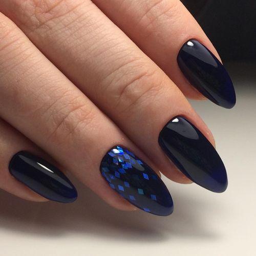 Темно-фиолетовый маникюр